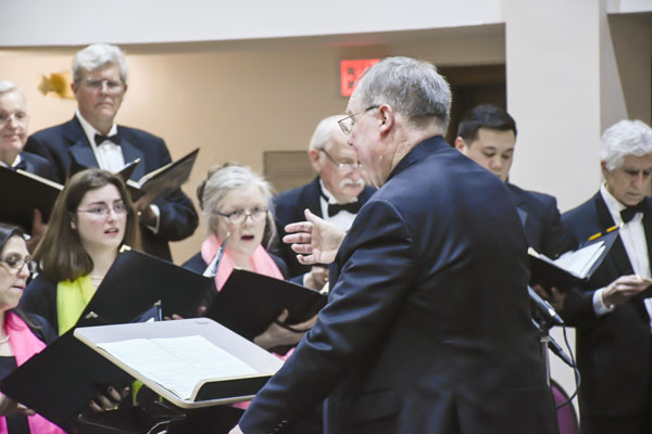 Artistic Director, Bob Webb conducting